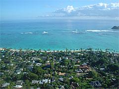 コンドミニアムのベランダからの眺め。まるでジオラマのようで、リアリティが抜け落ちてる。ハワイには、そんな風景が多かった。
