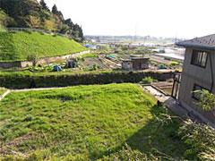金沢R不動産のために発見した空き地。 ジャンプ台のような斜面。