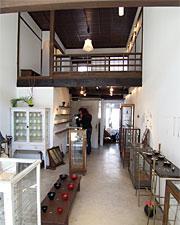 KiKU。小さな民家をシンプルに改装。 2階の床をぶっ壊して高い天井を獲得。