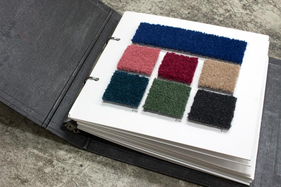 見た目だけでなく、色も様々。カーペットでも、思い切った色合いにして楽しんでほしい。