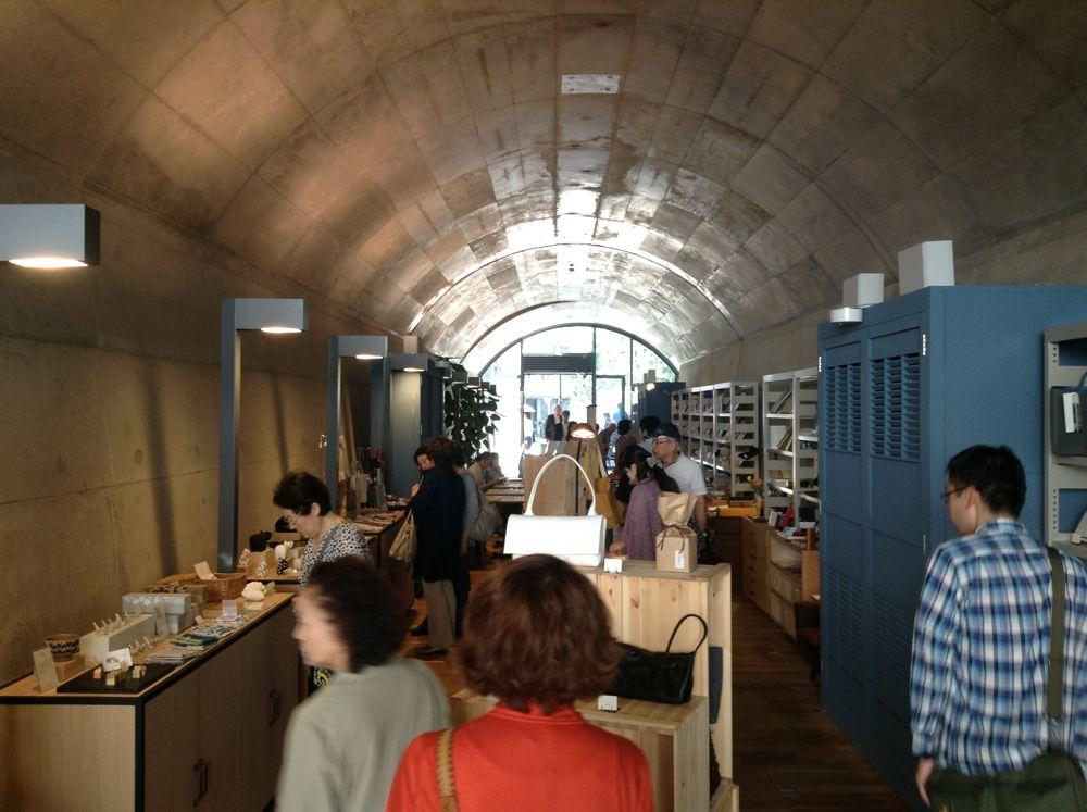 1912(明治45)年、中央線神田-御茶ノ水間に誕生した旧万世橋駅(東京・千代田)。連続したアーチの美しさと力強さを残したまま、2013年、商業施設として生まれ変わった。ここにリノベーションの醍醐味がある