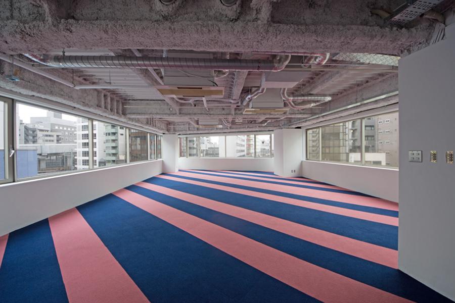 貼る床材の色を2色にし、貼り方も変えてみた。
